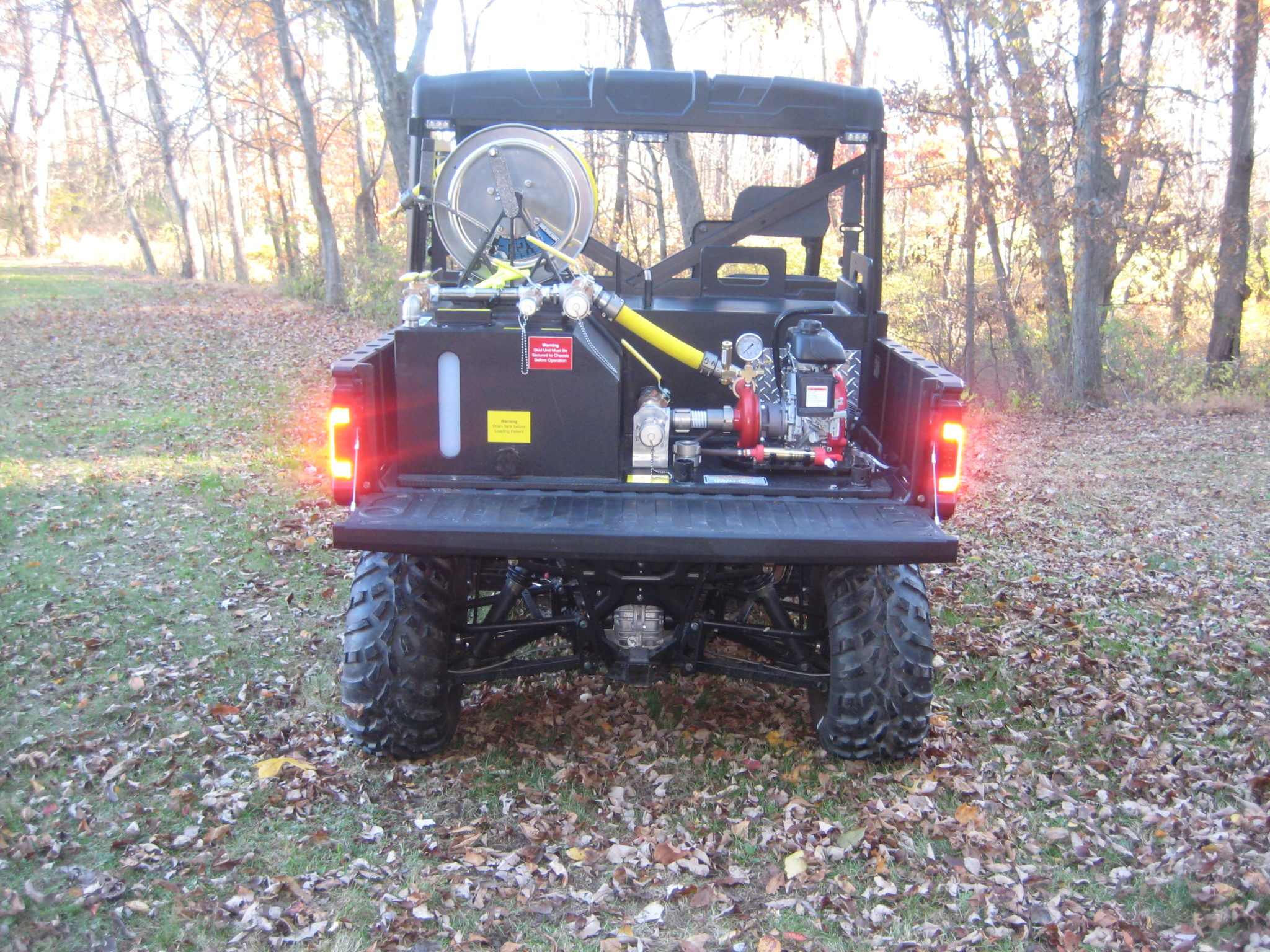 <p><strong>4</strong><br><em>Our L-Type skid unit fits in utvs with tailgate closed.</em></p>