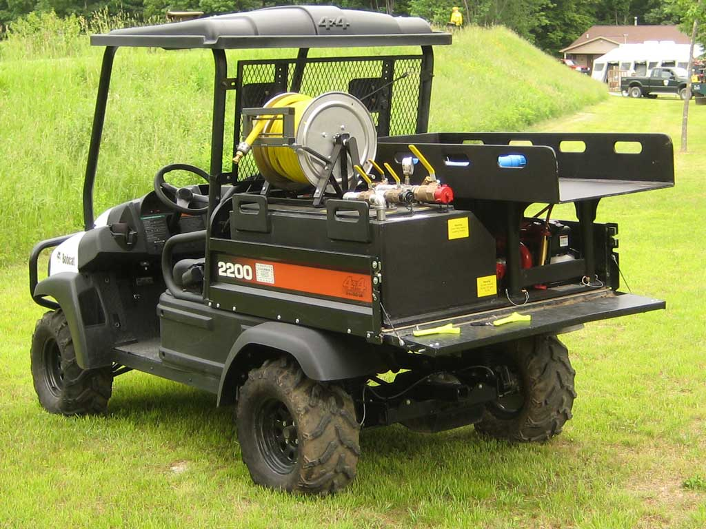 <p><strong>13</strong><br><em>L-Type utv skid unit in Bobcat with multi-use tray, stokes/hose/tools.</em></p>